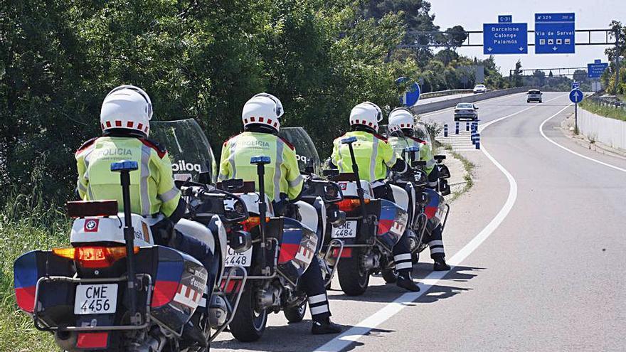 Sindicats reclamen que s'aturi el tancament de Trànsit de Mossos a Olot i Sant Feliu