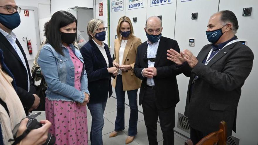 Quintana visita la nueva planta de la viguesa HFICP