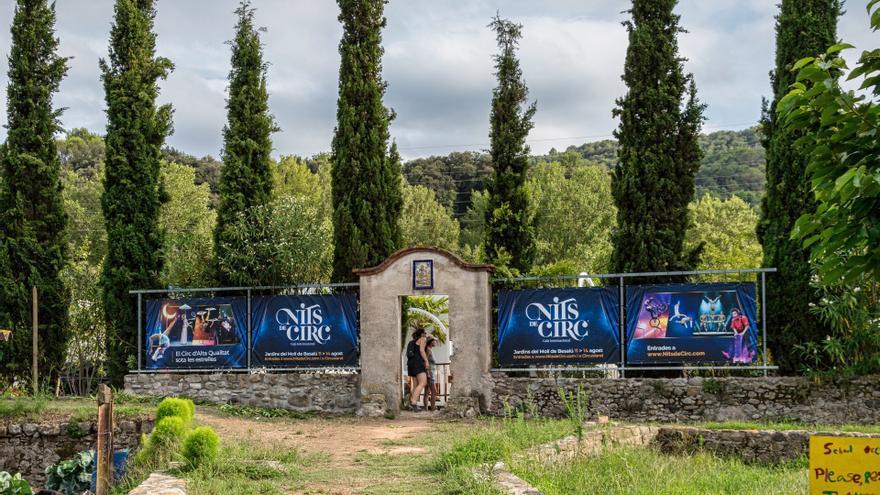 Els Jardins del Molí de Besalú viuen un ritme frenètic a poques hores de la inauguració de Nits de Circ