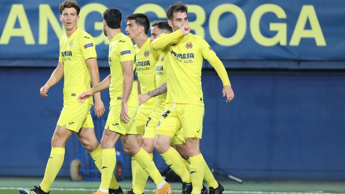 Trigueros celebra con sus compañeros el tanto ante el Arsenal.