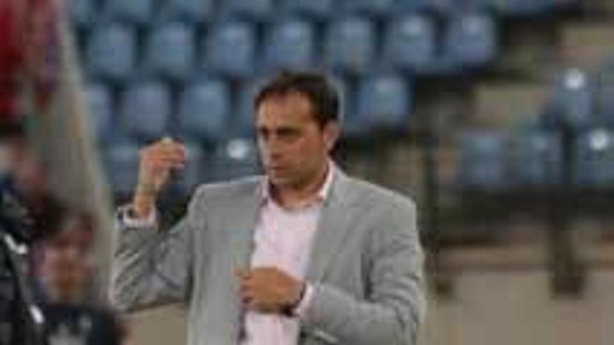 Fran Fernández sigue al frente del Almería