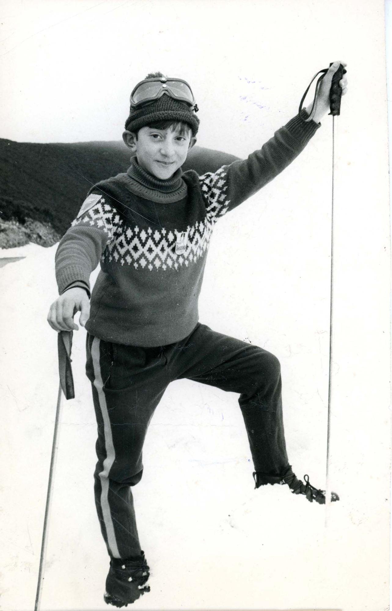 Estudio Fotomillo (Pola de Lena). José Luis Martínez, primer clasificado en alevines en un campeonato de esquí en el puerto de Pajares / Payares. | Donación María Luisa López Llano