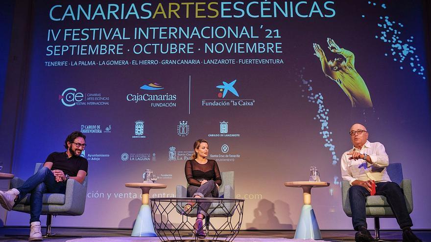 Carlos Santos y Adriana Torrebejano declaran en la Isla su amor por el teatro