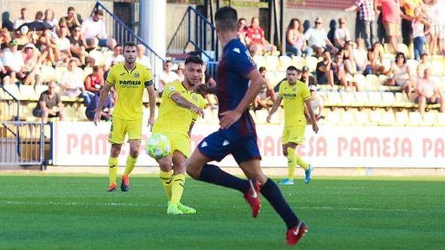 El filial del Submarino impone su ley ante el Atlético Levante (2-1)