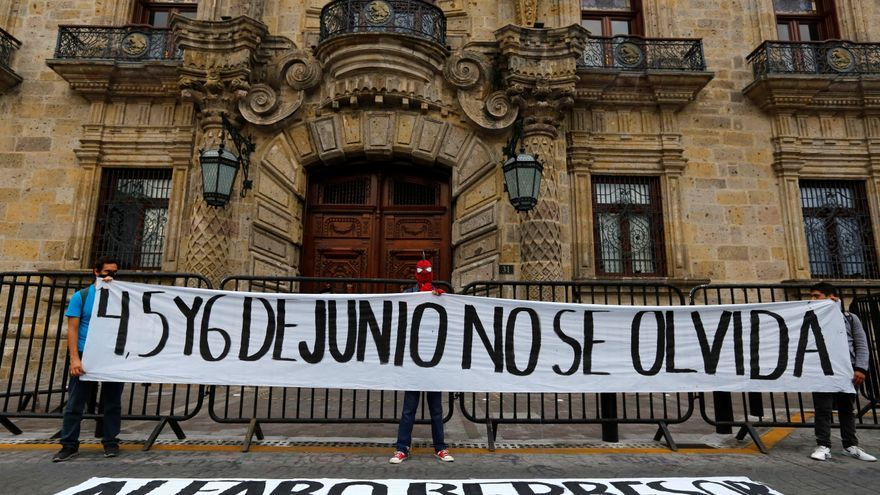 México protesta contra la represión policial tras morir un arrestado