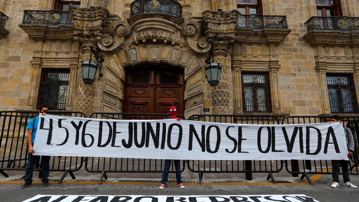 Protestan en México contra la represión policial por la muerte de un detenido.