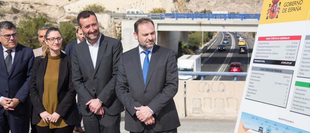 El Gobierno tardará tres años en mejorar los cinco kilómetros del acceso viario al aeropuerto