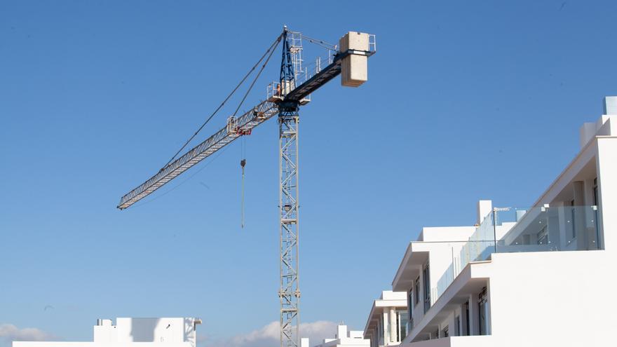 Ibiza no paralizará las obras este verano