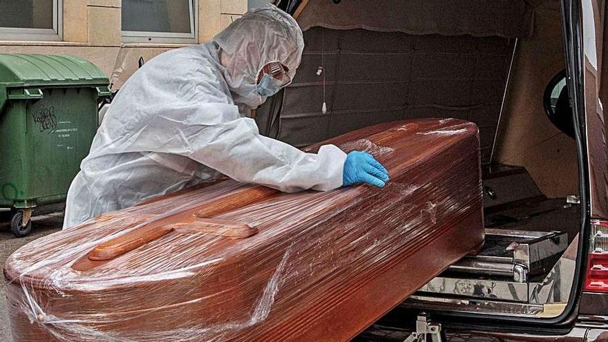 Récord de fallecimientos: Sanidad anota otras 16 muertes en la Ribera