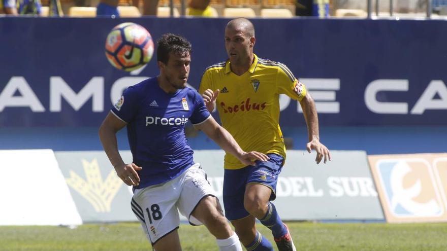 Longo se va al Tenerife y el Oviedo acelera otras opciones para cerrar al delantero