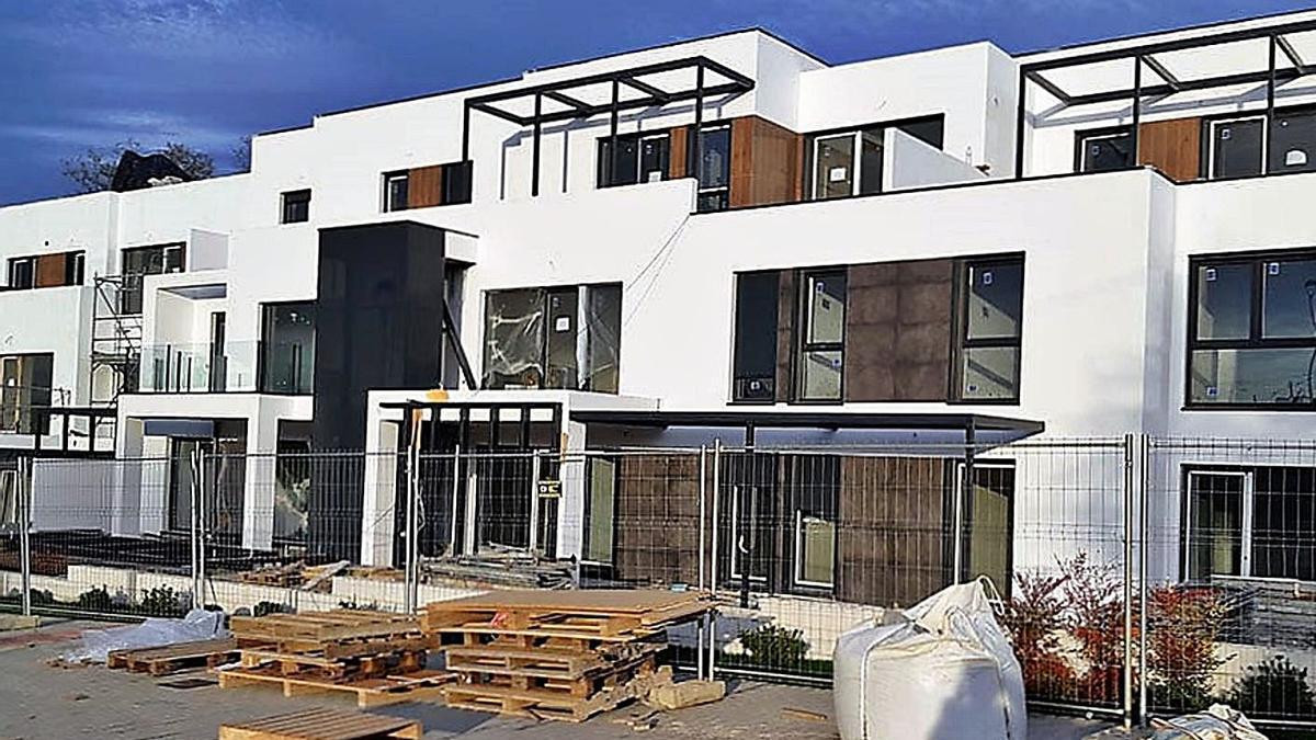 Nueva urbanización de viviendas en Xaz (Oleiros). |   // L. O.