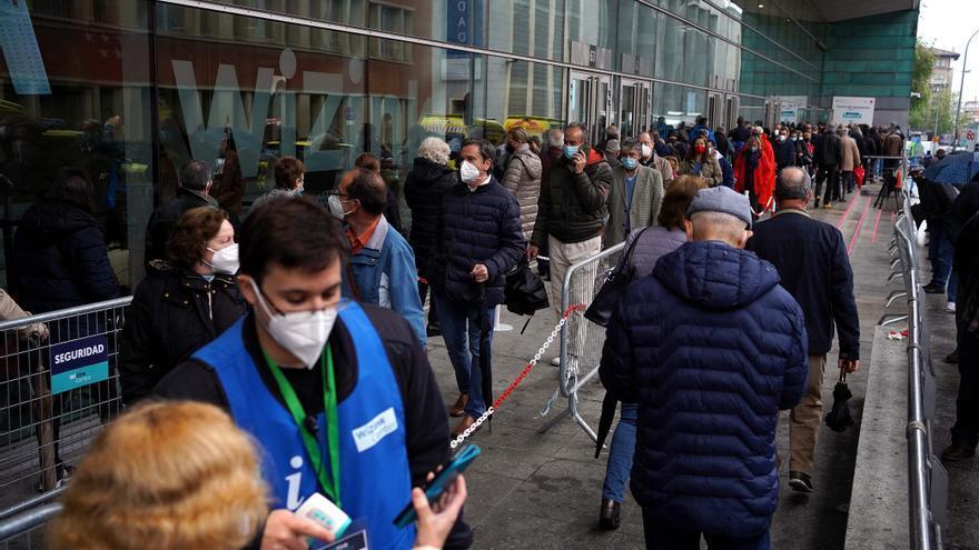 Madrid tendrá que cerrar grandes centros de vacunación si no llegan más dosis