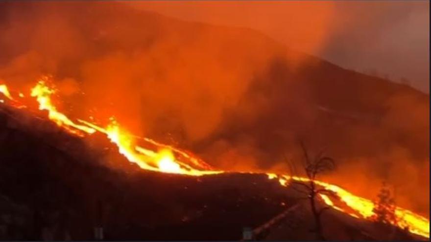 El avance de la lava en La Palma amenaza con sepultar mil viviendas
