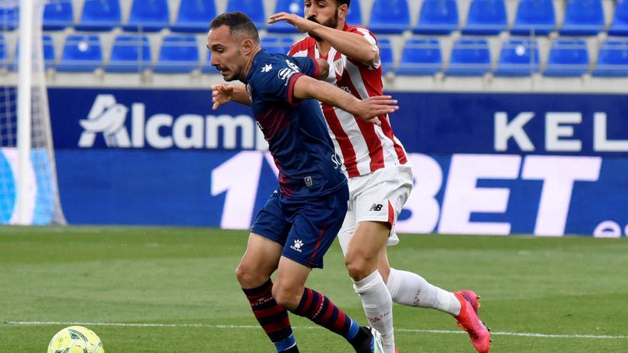 El Huesca sueña con la permanencia tras superar al Athletic