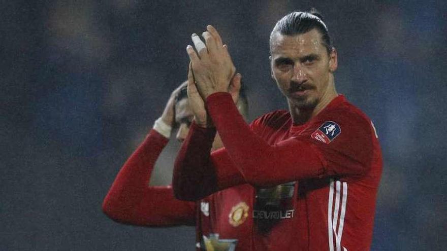 Ibrahimovic mete al Manchester United en cuartos de la FA Cup