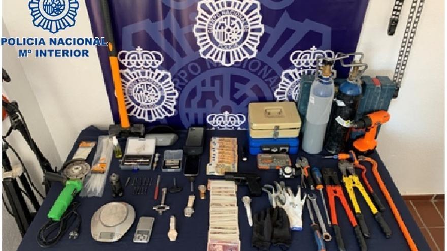 Detenidos tres miembros de un grupo criminal por robar en un establecimiento de Fuengirola