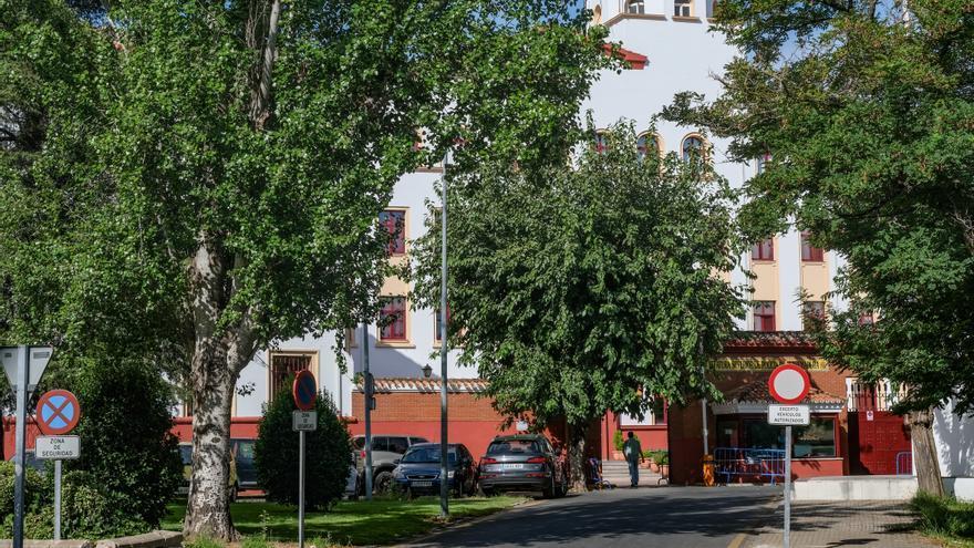 Piden 14 años de prisión para un acusado de intentar disparar a dos policías en la comisaría de Badajoz