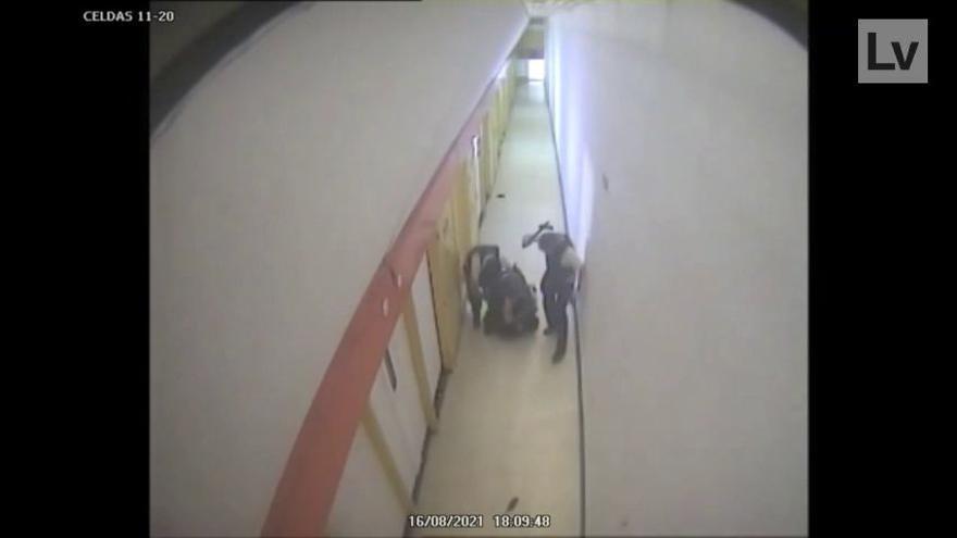 Denuncian a la Agencia de Protección de Datos el vídeo de la reducción de un preso de Villena