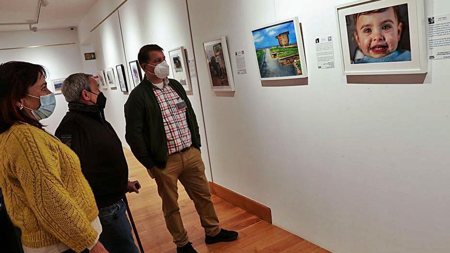 Un escaparate primaveral con retratos e historias de 28 artistas asturianos