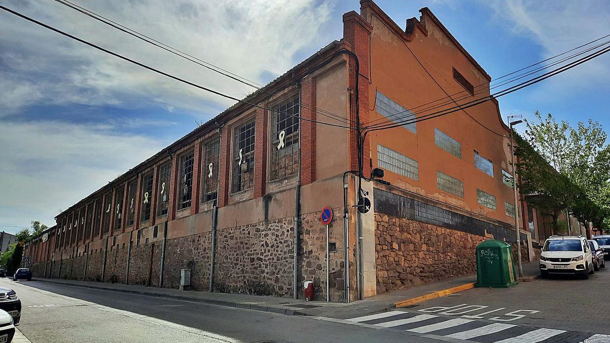 Naus que ara són de propietat municipal ubicades al passeig Diagonal d'Artés   QUERALT CASALS