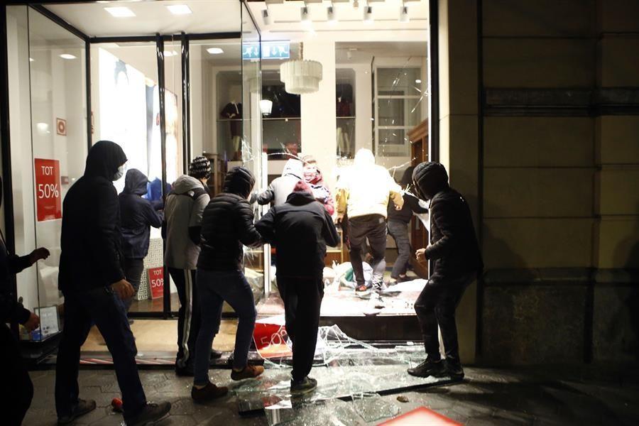 Otra noche de disturbios por Hasél en varias ciudades españolas