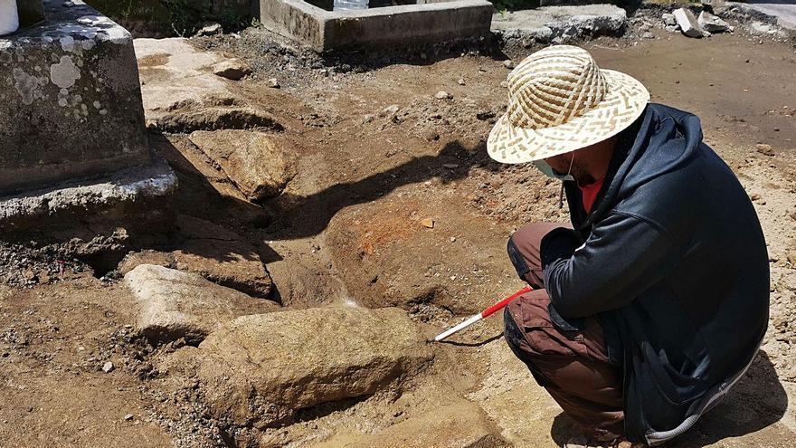 Las excavaciones en el atrio de Santo Domingo ponen al descubierto una tajea del siglo XVIII