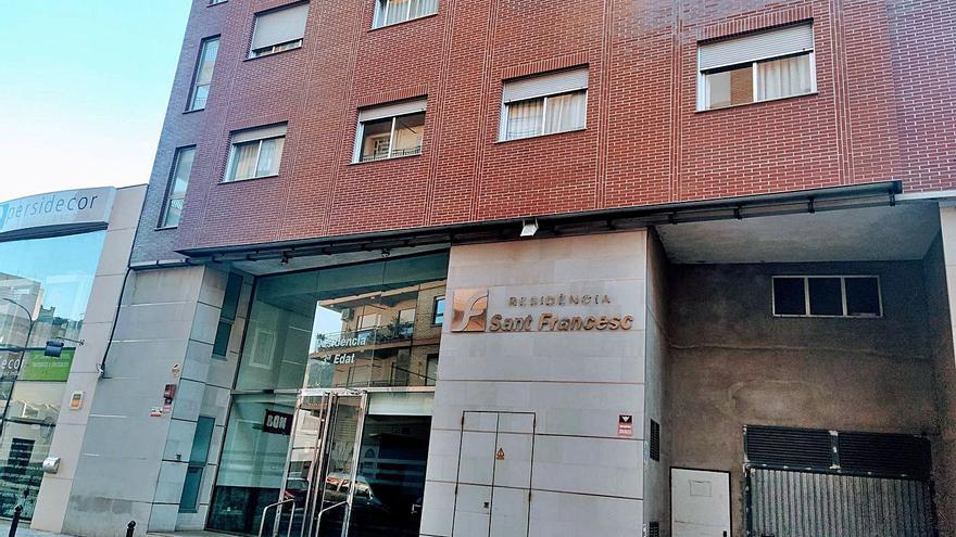 Dos residencias de Oliva suman otro centenar de contagiados