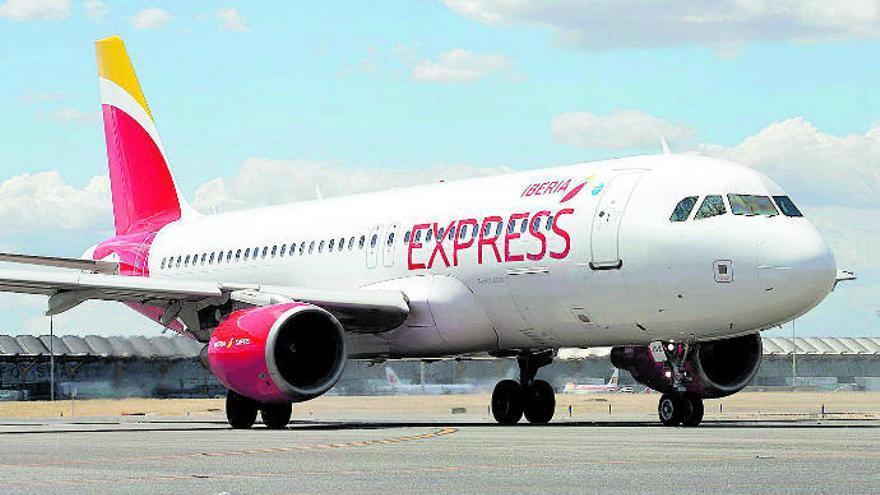 Iberia Express refuerza con 14 rutas con Canarias su programación de Navidad
