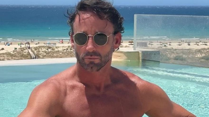 Álvaro Muñoz Escassi disfruta en Ibiza con amigos