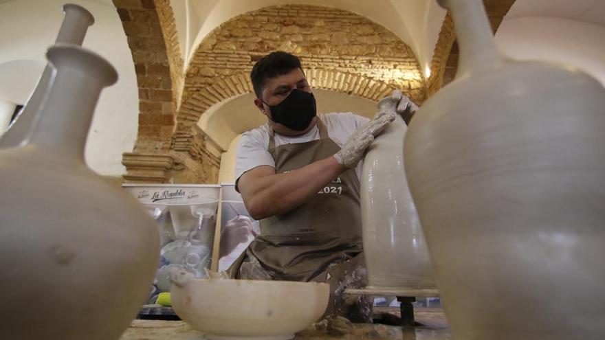 """""""Enbarro"""", la mejor cerámica de La Rambla en Caballerizas Reales"""