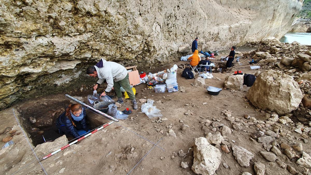 Foto de los trabajos de excavación en el yacimiento de Peña Capón.