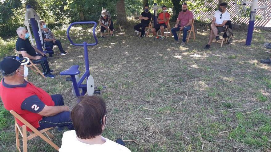 El gobierno compromete mobiliario y asfaltados a los vecinos de Sanamedio