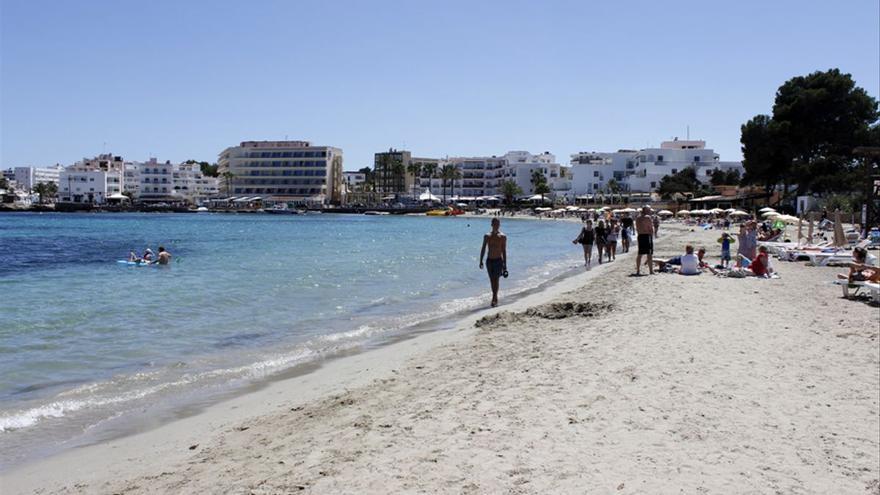 Muere un turista británico al precipitarse desde un balcón en Ibiza
