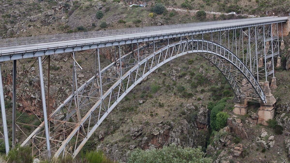 Puente-viaducto de Pino o de Requejo sobre el desfiladero del Duero que conecta las comarcas de Aliste y Sanabria. | Emilio Fraile