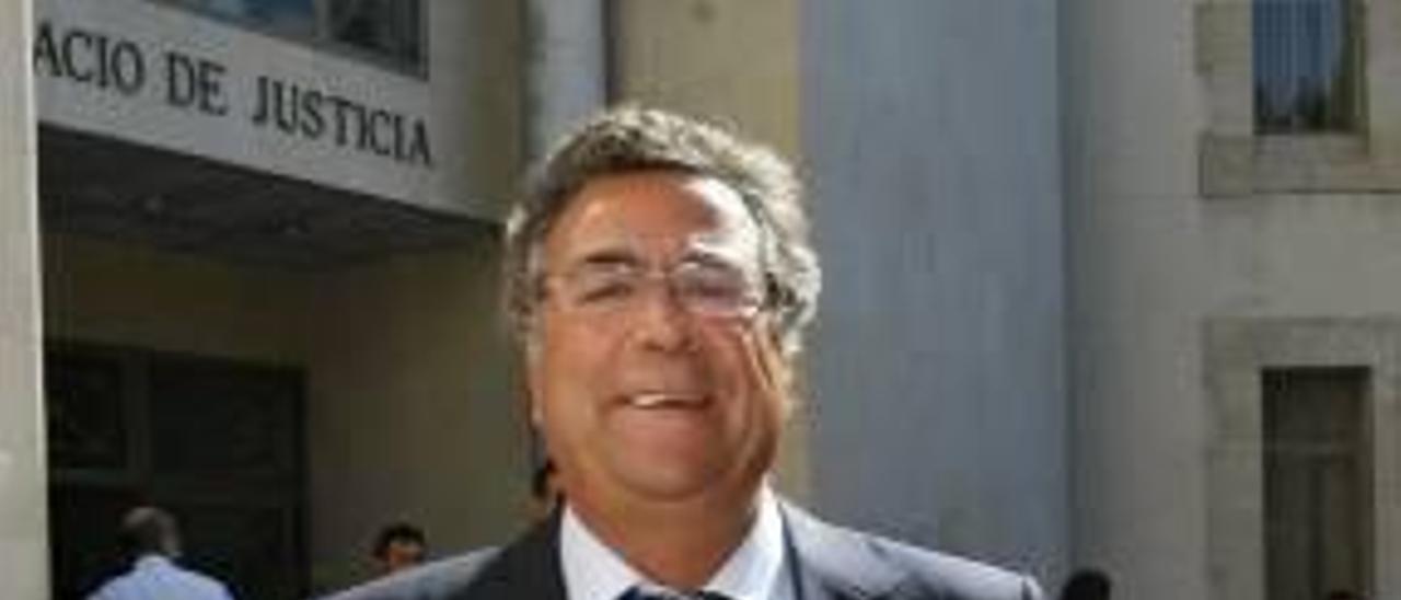 Enrique Ortiz ante el Palacio de Justicia en una imagen de archivo