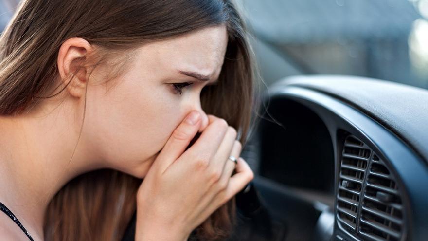 Cómo quitar los malos olores del coche: trucos y consejos