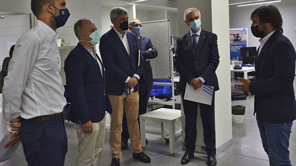 Los socios de Citexvi, durante una visita ayer a las instalaciones de la empresa tecnológica Centum.