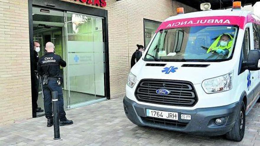 Una imagen del servicio de Urgencias del Hospital General de Elx, ayer por la tarde. | MATÍAS SEGARRA
