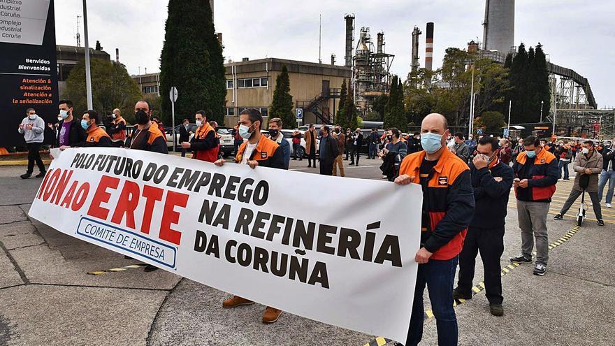 Repsol acuerda con los sindicatos reducir a 112 los afectados por el ERTE de la refinería