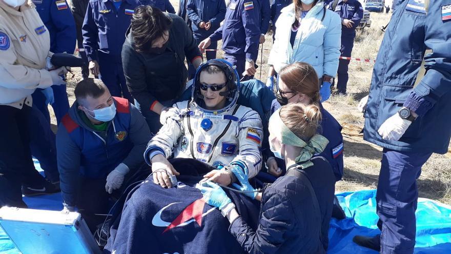La nave rusa Soyuz MS-17 aterriza con éxito en Kazajistán con tres astronautas a bordo