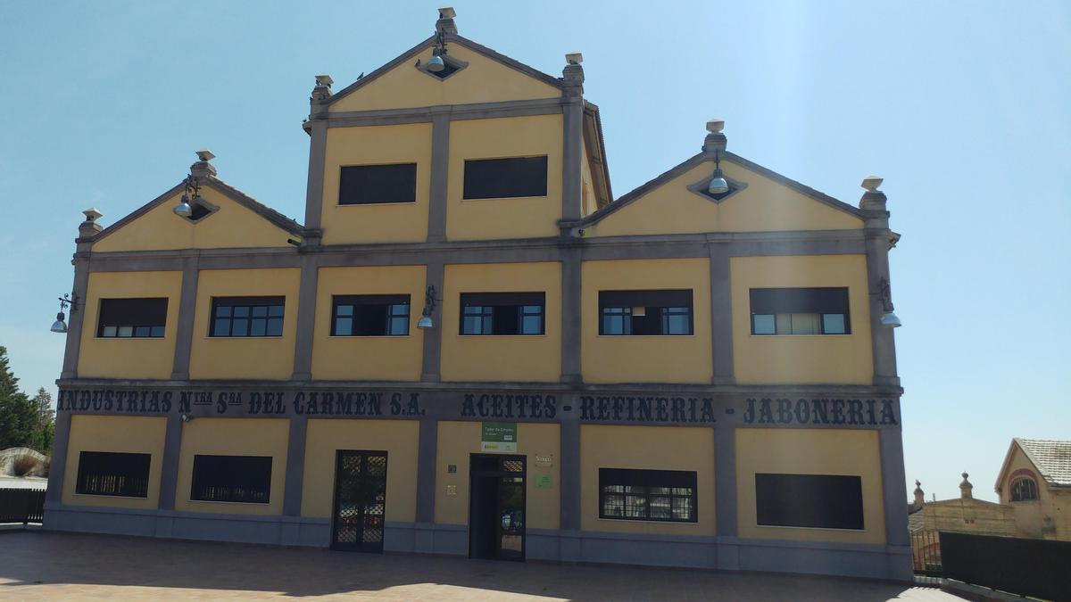 Edificio de industrias El Carmen, de Puente Genil.