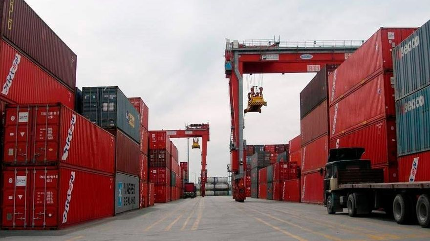 Asturias tiene un déficit comercial del 28,14% con el resto de las regiones