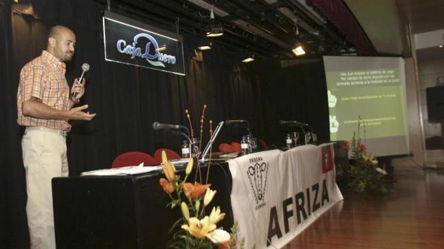 Acto organizado por Afriza en el marco de una jornada celebrada en 2006.