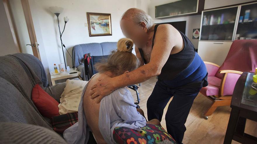 Una anciana dependiente total lleva seis meses a  la espera de valoración