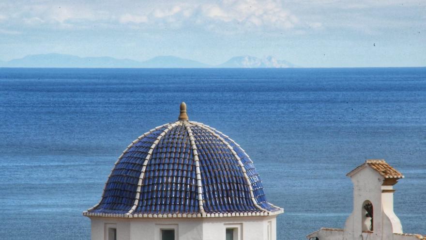 Ibiza, a tiro de piedra desde Xàbia