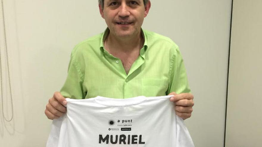 Samarretes dedicades a Muriel Casals, la dona de la revolta dels somriures