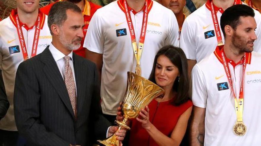 Los Reyes y Pedro Sánchez reciben a los campeones del mundo de baloncesto