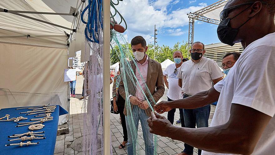 La Mostra de Pesca Artesanal del Grau acerca la tradición del mar a los vecinos de la Safor