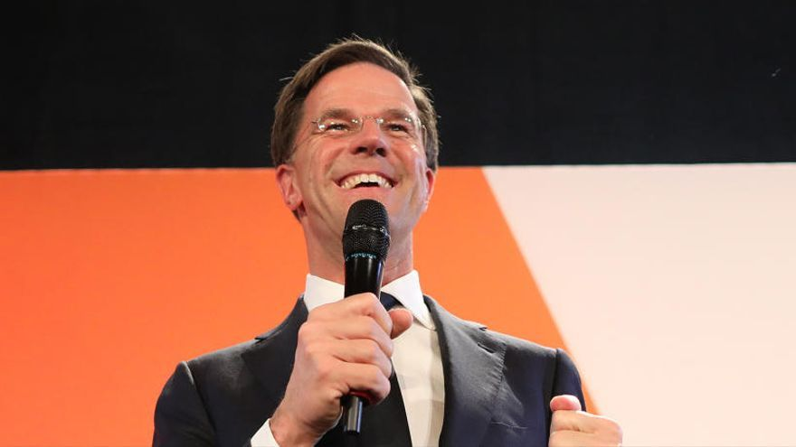 """Mark Rutte celebra su victoria frente al """"populismo equivocado"""""""