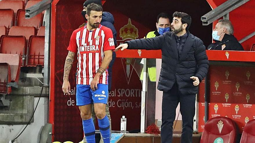 Aitor García es el jugador del Sporting que más veces cambia Gallego durante los partidos